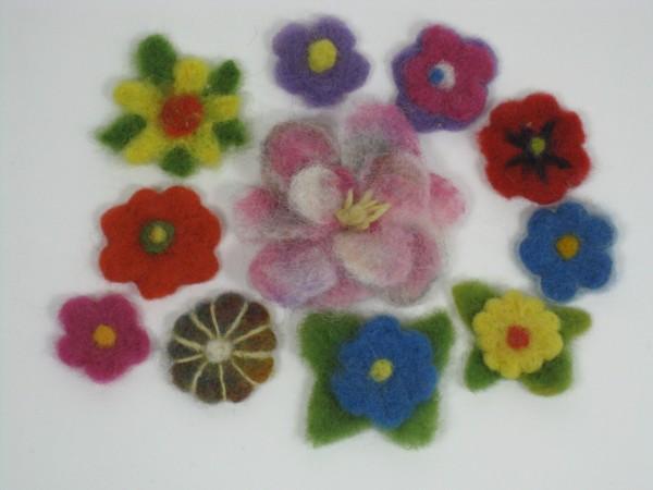9 x Filzblumen Deko-Blumen handgefilzt Wolle Wollfilz Tischschmuck