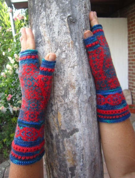Papaver Fingerless Mittens