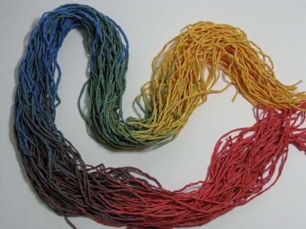 Seidenschnüre Regenbogen pflanzengefärbt