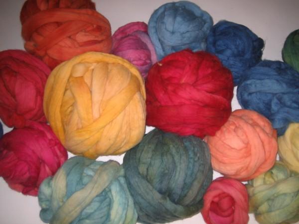 Märchenwolle pflanzengefärbt 100g