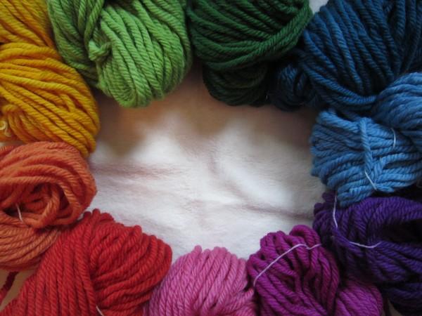 Schnellstrick-Schafwollgarn pflanzengefärbt